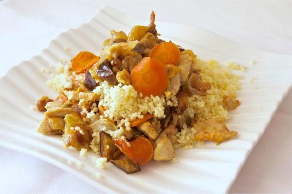 Cous cous o cuscus con verdura y pollo