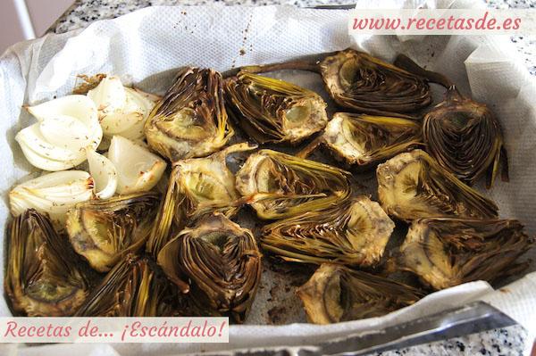 Receta de alcachofas asadas al horno con cebolla