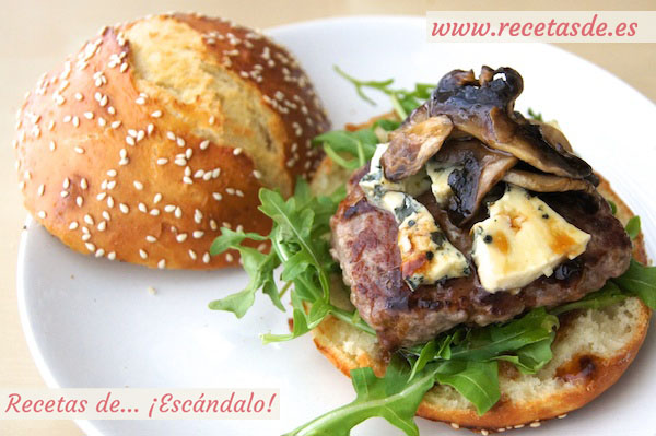 Hamburguesas caseras con queso roquefort y reducción de Licor 43
