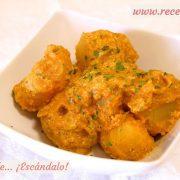 Patatas al microondas con curry rojo y yogur