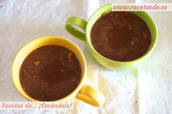 Tazas para preparar mug cake de chocolate y nueces al microondas