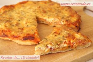 Pizza carbonara con masa de pizza casera