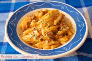 Macarrones con chorizo, tomate y queso
