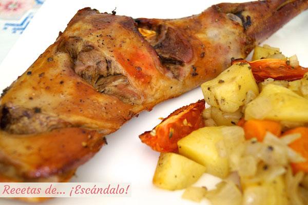 Paletilla de cordero lechal asado al horno con guarnicion de patatas