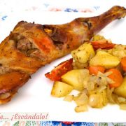 Paletilla de cordero lechal asado al horno con patatas