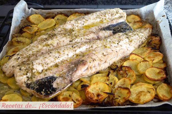 Merluza al horno con patatas panaderas y cebolla recetas - Patatas pequenas al horno ...
