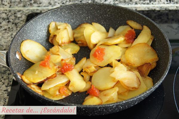 Patatas panaderas con manzanas y membrillo