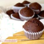 Magdalenas de chocolate, caseras y esponjosas. Receta fácil