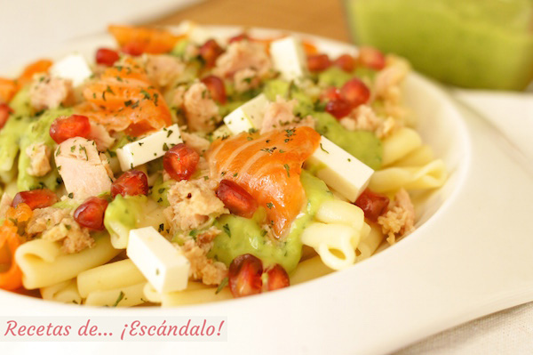 Receta de ensalada de pasta fria con atun y salsa de aguacate