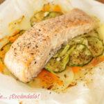 Salmon en papillote al horno con verduras y patatas