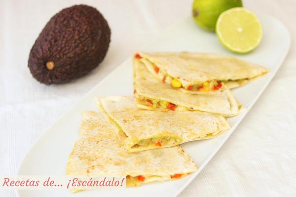 Receta de quesadillas mexicanas de pollo y queso con verduras y aguacate