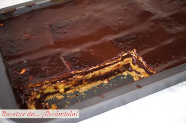 Tarta de la abuela de chocolate, galletas y natillas
