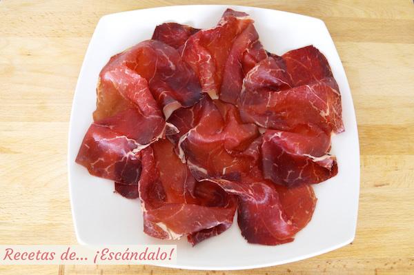 Como preparar cecina de leon con chocolate, queso y aceite de oliva