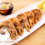 Langostinos o gambones a la plancha con limón y sal