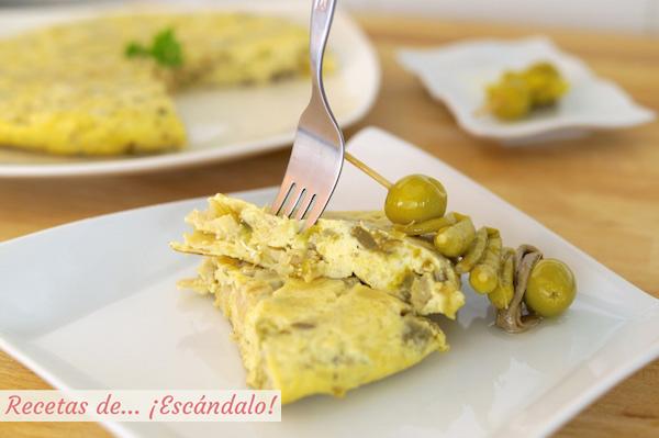 Tortilla de bacalao acompanada de gildas, receta vasca