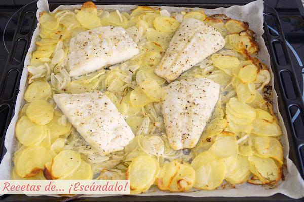 Asado de bacalao al horno con patatas y cebolla