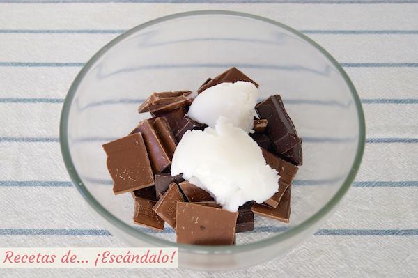 Chocolates y manteca para el turron de chocolate