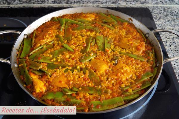 Receta de arroz con pollo o paella de pollo tradicional
