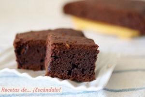 Bizcocho de platano y chocolate con nueces, muy facil y jugoso