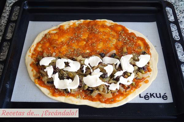 Pizza calzone con queso mozzarella