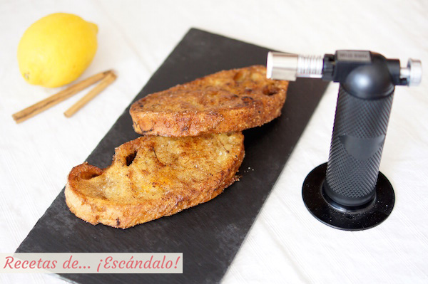Torrijas de pan caramelizadas con soplete