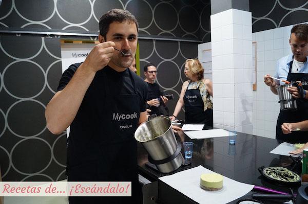 Cocinando conCheesecake con robot de cocinael robot de cocina MyCook
