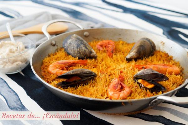 Receta de fideua de marisco y pescado con alioli de nueces