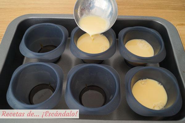 Flan de huevo en moldes de silicona