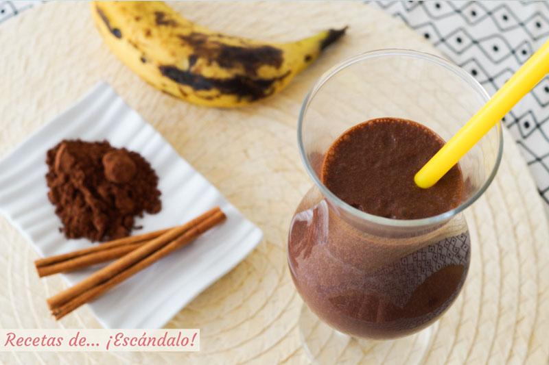 Batido de platano y chocolate con canela. Receta saludable