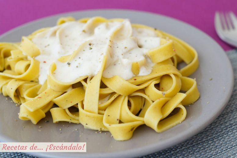 Pasta Alfredo con la famosa salsa Alfredo
