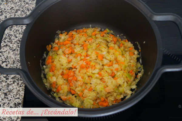 Sofrito de verduras para la crema de langostinos
