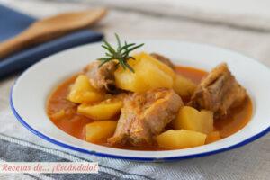 Patatas con costillas de cerdo. Receta de guisado tradicional