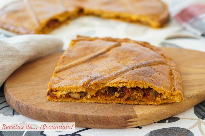 Empanada gallega de bonito y pimientos con masa de empanada casera
