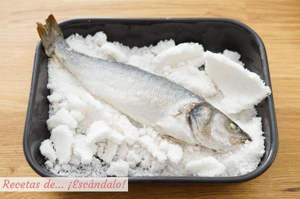Lubina a la sal al horno