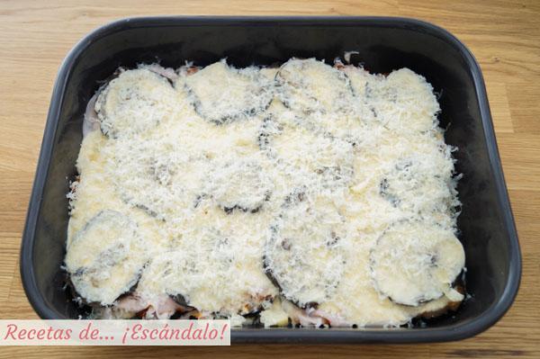 Pastel de berenjenas con queso gratinado al horno