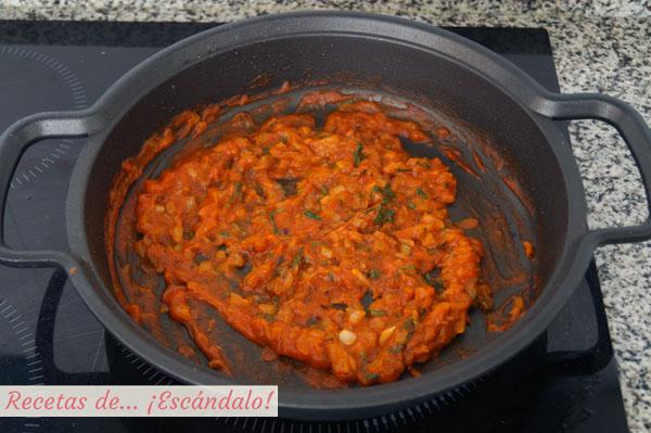 Sofrito de tomate, cebolla y albahaca