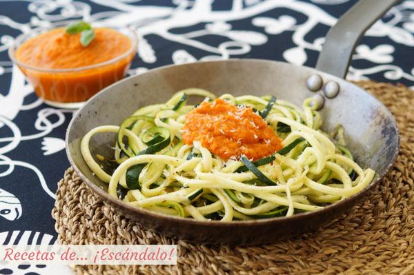 Receta de espaguetis de calabacin con salsa de tomate y queso