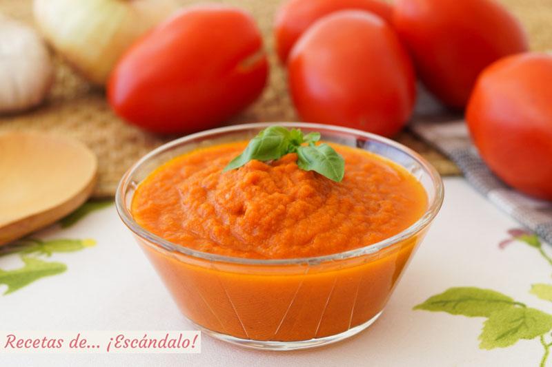 Salsa de tomate casera o salsa pomodoro sin pieles ni pepitas