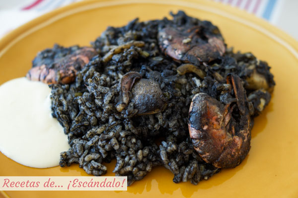 Receta de arroz negro con sepia y gambas y salsa alioli casera