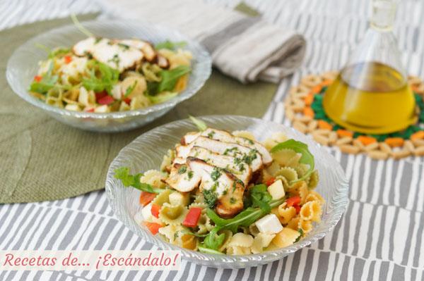 Receta de ensalada de pasta fria con pollo y rucula y alino de lima y hierbabuena