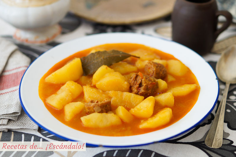 Patatas a la riojana con chorizo. Receta de guiso tradicional