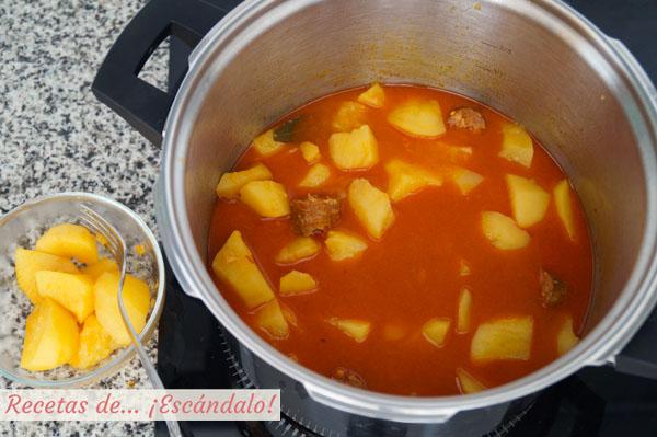 Patatas a la riojana con chorizo