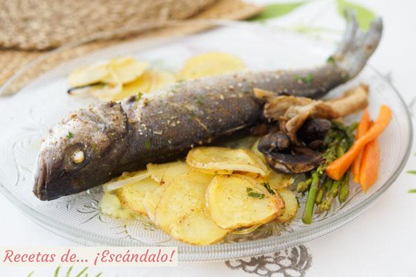 Receta de lubina al horno con patatas y verduras salteadas, jugosa y facil