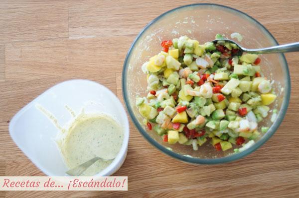 Ensaladilla de frutas y salsa tartara