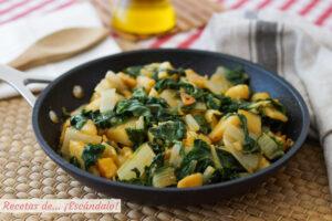 Acelgas rehogadas con patatas y pimenton, riquisimas