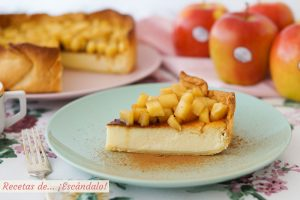 Tarta de queso y yogur al horno con manzana y masa quebrada