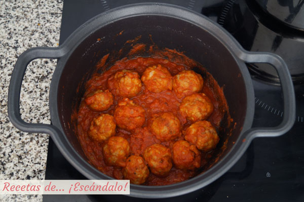 Albondigas en salsa de tomate casera