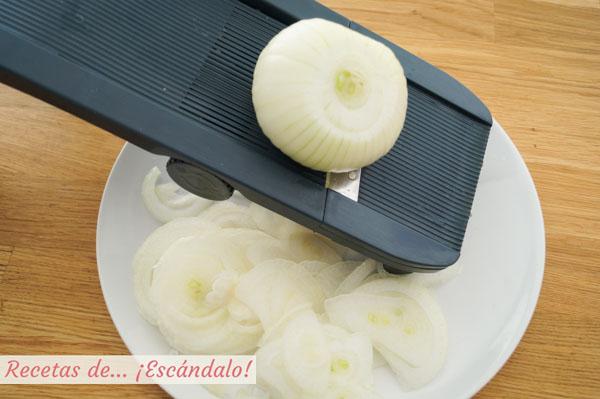 Cortar cebolla con mandolina