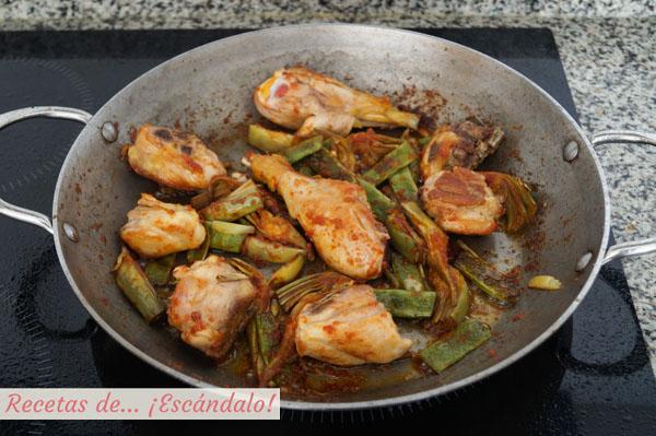 Sofrito y carnes para paella valenciana