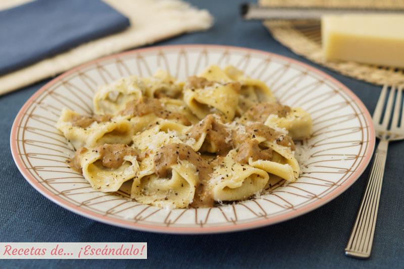 Tortellinis de pasta fresca casera rellenos con carrilleras de cerdo en salsa